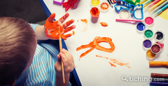 Los 10 mejores juegos para pintar en clase el blog de - Ninos pintando con las manos ...