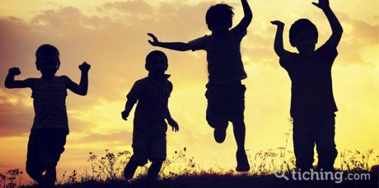 Imagen: sombras de niños saltando