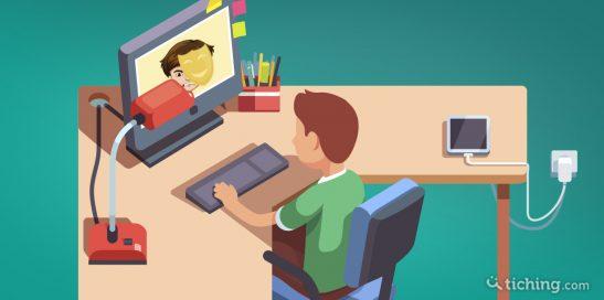 imagen: niño delante de la pantalla del ordenador hablando con un desconocido.