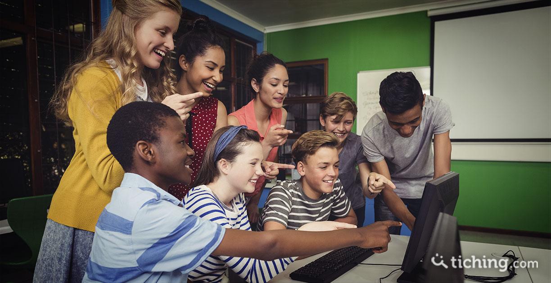 niños aprendiendo juntos en inglés