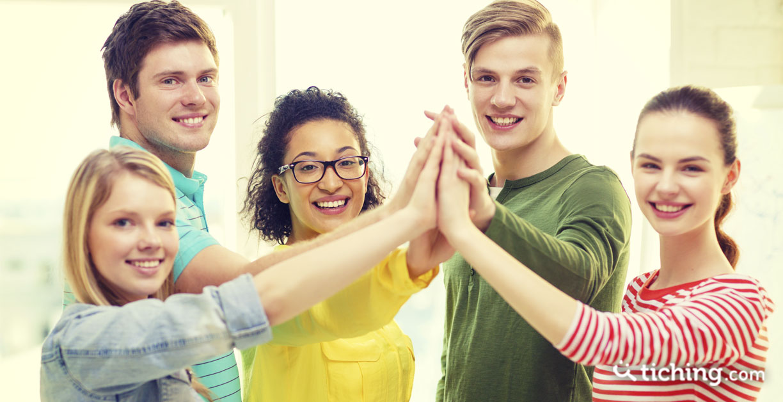Imagen experiencias de juego: 5 jóvenes chocando las manos