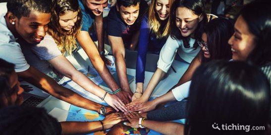Movilización social: jóvenes con las manos en el centro