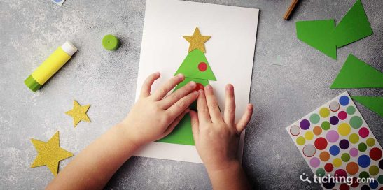8 manualidades con materiales reciclados para decorar el aula en Navidad